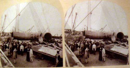 Stereoscopic postcard image of The great Eastern